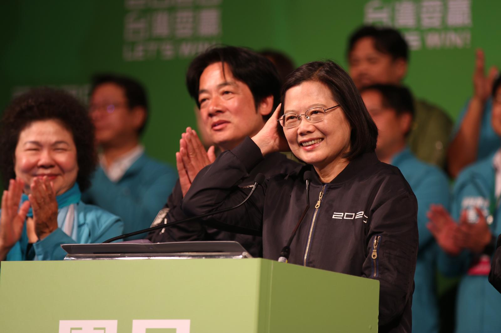台湾实施备受争议的《反渗透法》