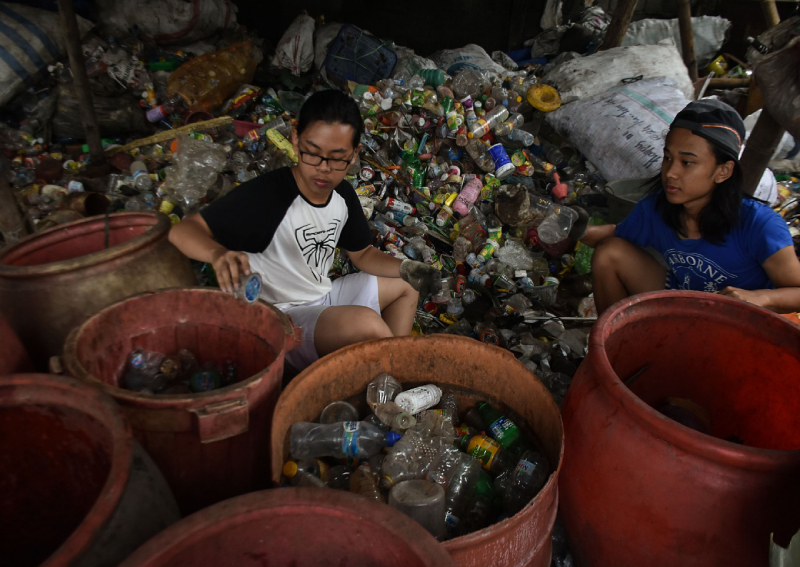 In Indonesia's Malang, students learn about hardship through the eyes of scavengers