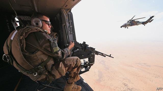 战斗越来越像一场秀,法国军队在非洲开战,打死500名武装分子?