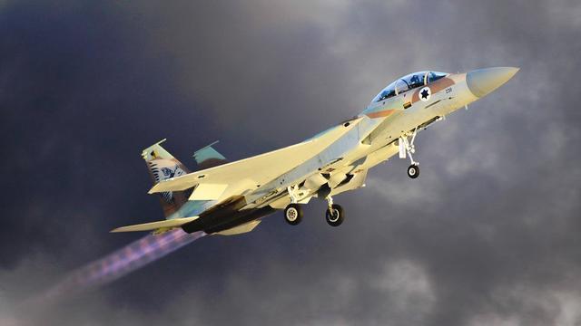 激烈战斗在深夜打响,以色列不宣而战,再次导弹暴击邻国重要基地