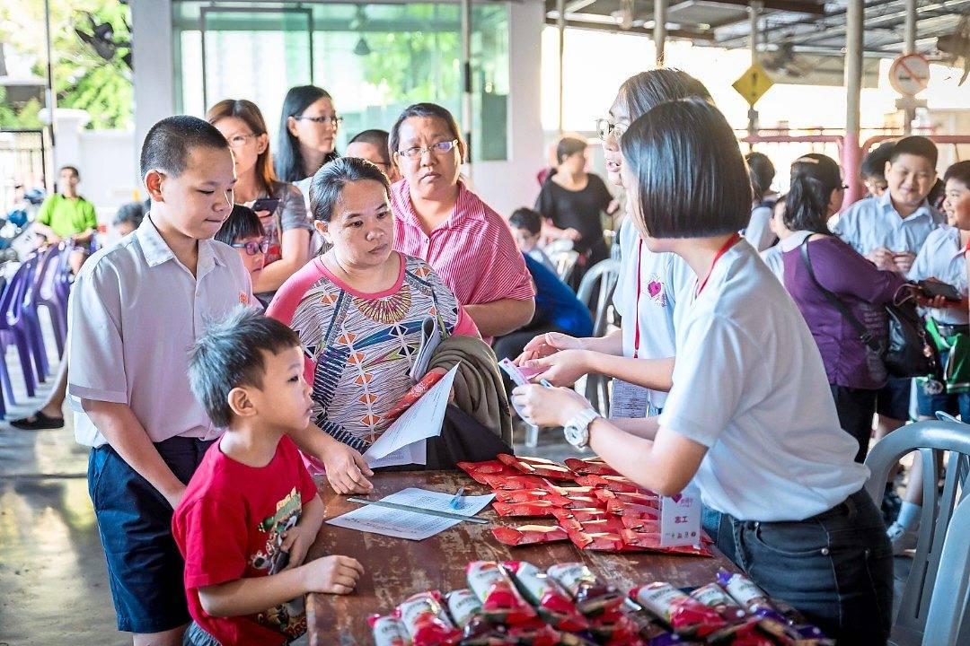 Groups' festive aid helps lessen the burden of needy pupils