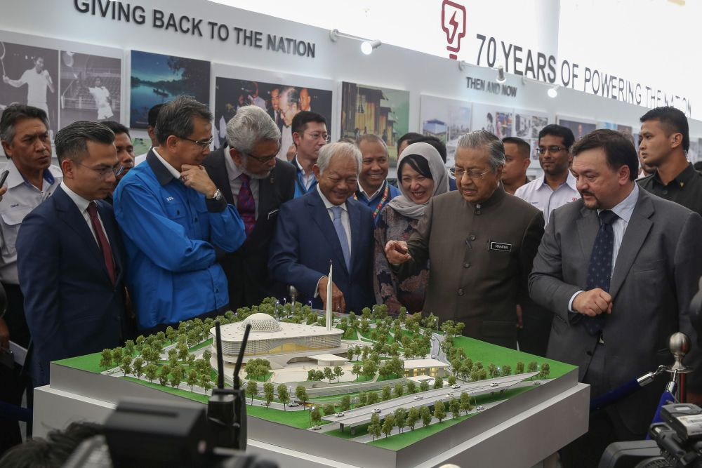 Dr M officiates opening of TNB's Balai Islam Complex