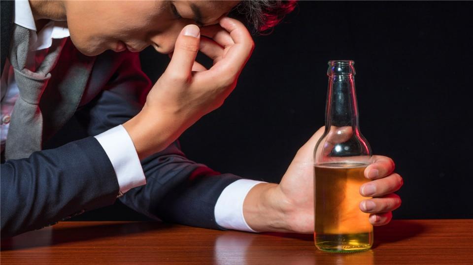 过度饮酒的4大危害,不仅会让你发胖,还会导致各种严重疾病