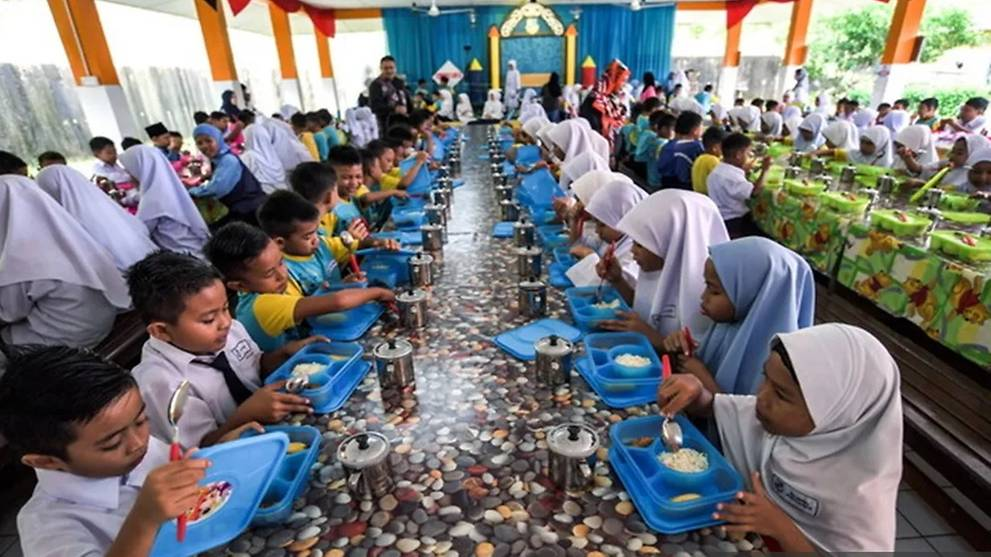 Free breakfast only for underprivileged primary students: Mahathir