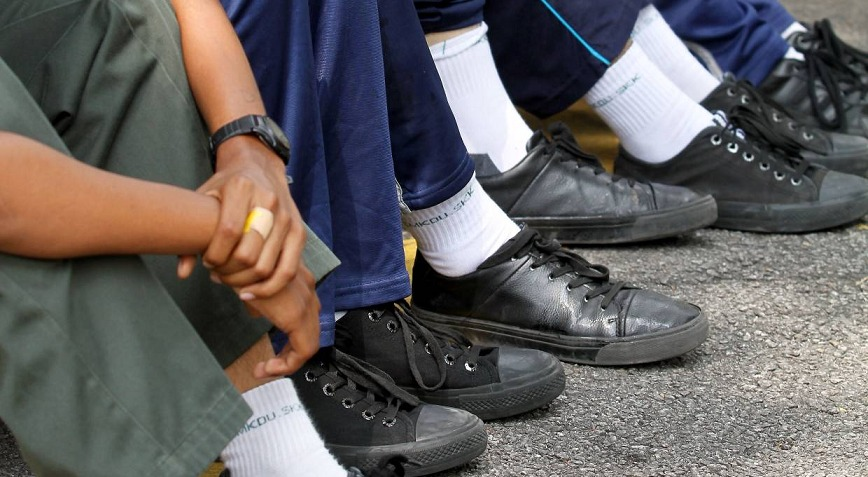 Malaysian School Students Can Wear Any Shoes to School, Says Tun M