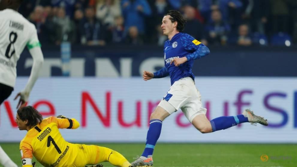 Schalke stun Gladbach 2-0 in Bundesliga restart