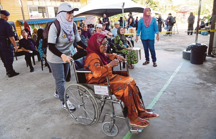 Kimanis by-election: Old folks among early voters at SK Our Lady Fatima