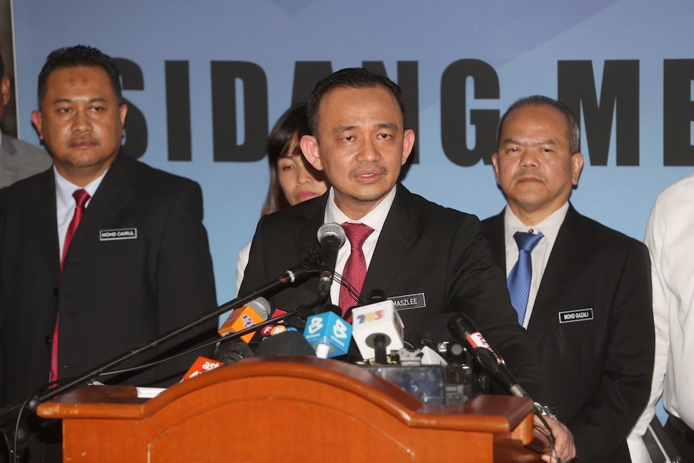 'Stay calm, obey orders of authorities', Maszlee urges Simpang Renggam residents