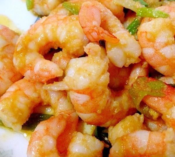 美食精选:香甜玉米饼,金蒜香鲈鱼,蛋黄虾仁,浇汁秋葵的做法