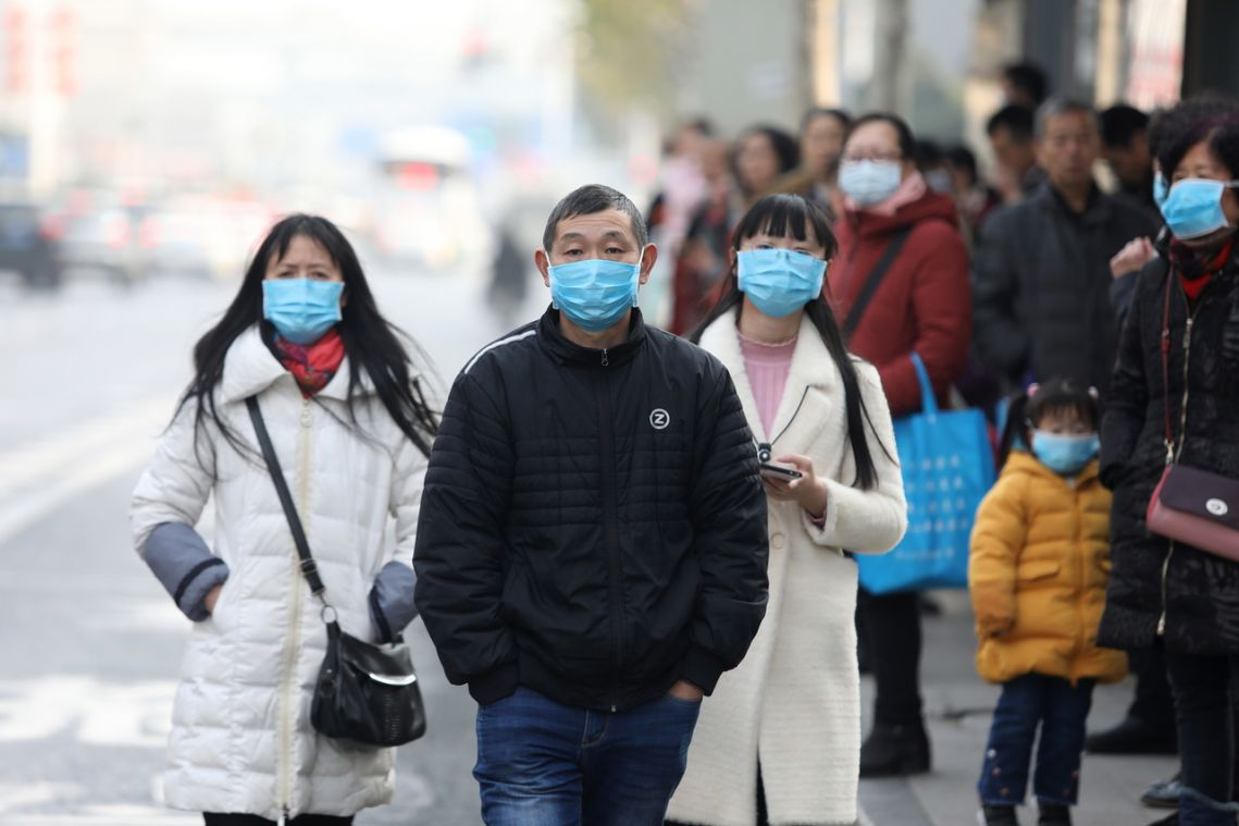 Masks on, Chinese start holiday travels as alarm mounts over Wuhan mystery virus