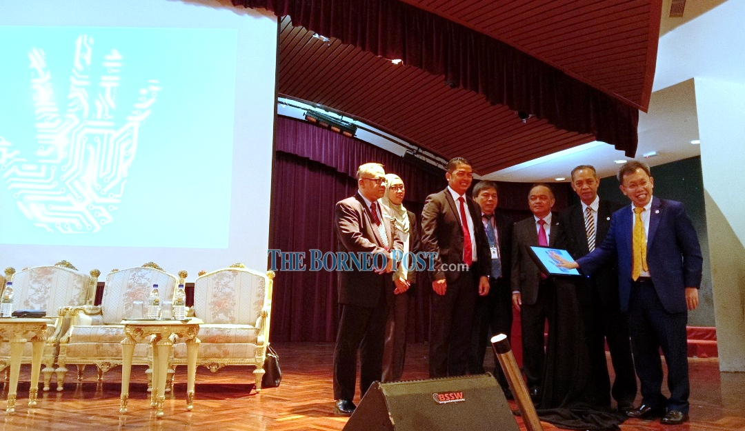 Dr Sim: Cultivate culture of integrity as Sarawak aims for high-income status