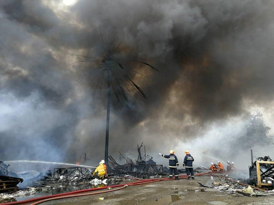 资源回收厂发生火患 129义消员出动灭火