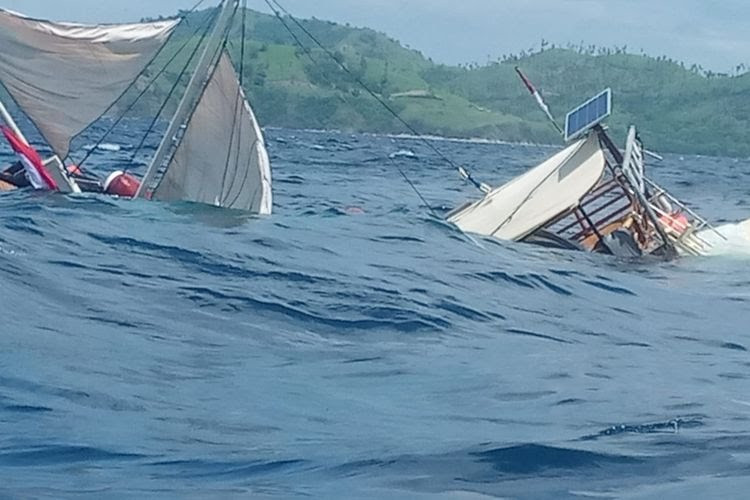 Boat carrying reporters covering Jokowi visit capsizes in Labuan Bajo