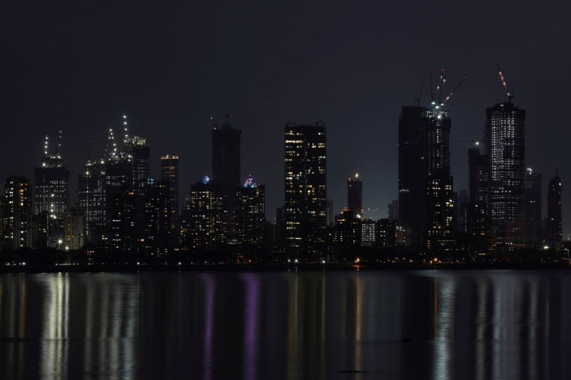 Mumbai bets on all-night shopping to lift India's economy