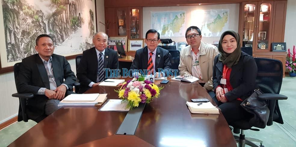 Lee urges AirAsia to use aerobridges in all Sarawak airports