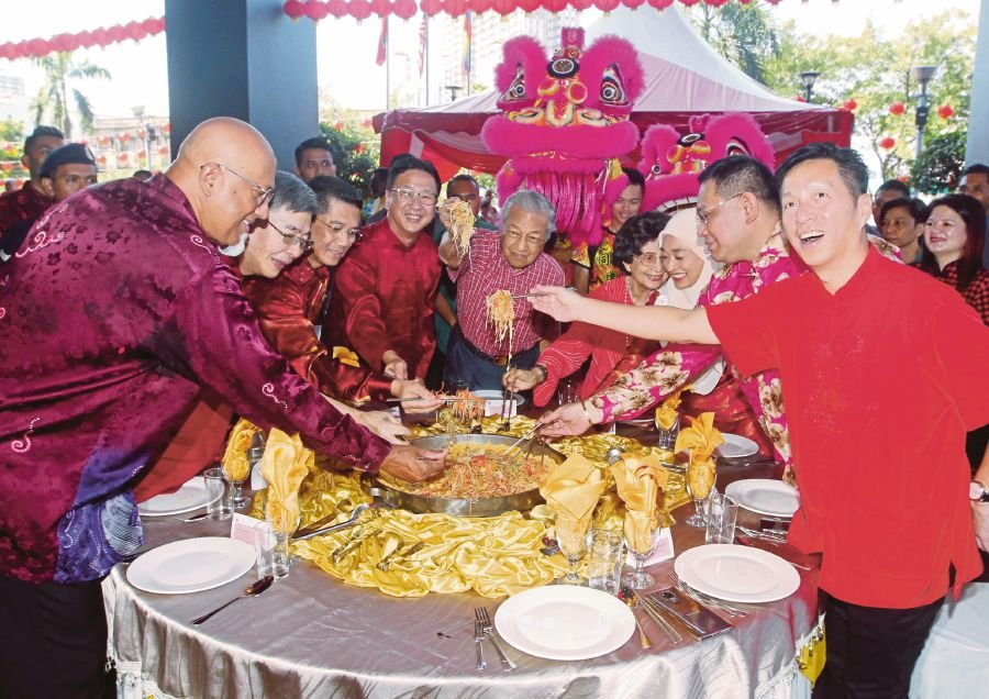 Dr M: Where else, but in Malaysia can we all celebrate together