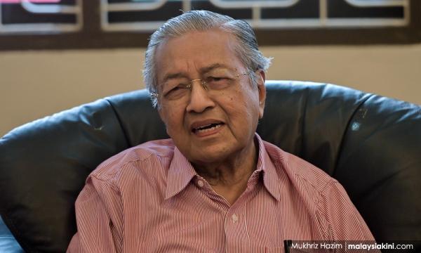马哈迪坚持推英化数理,唯决定权在内阁