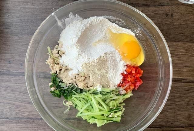 减肥常吃这种肉,营养又便宜,搭配黄瓜做成早餐