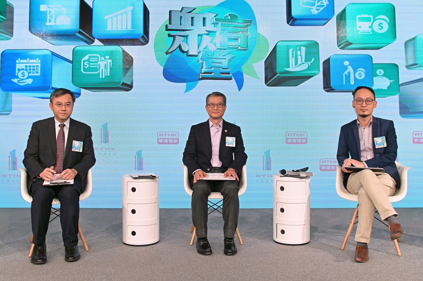 有市民建议派1万元 陈茂波:派钱意见分歧仍未决定