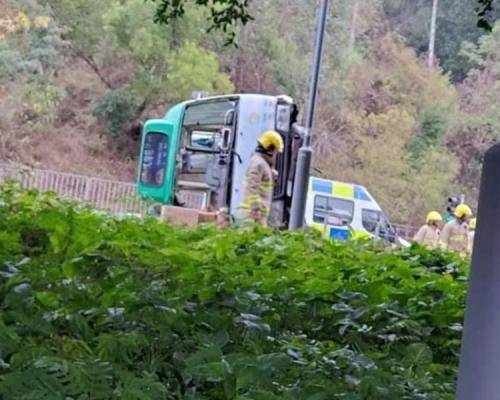 「绿Van」汀角路失控炒上壆 至少7伤