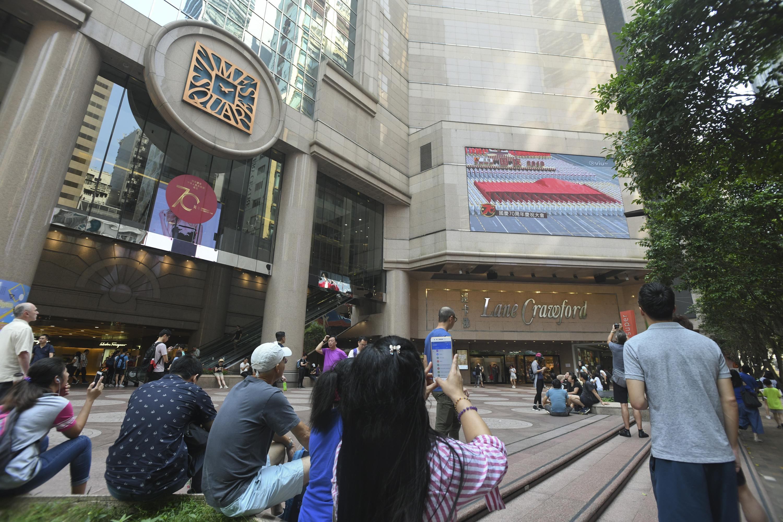 时代广场入禀禁街头表演佔公共空间 官拟颁永久禁制令