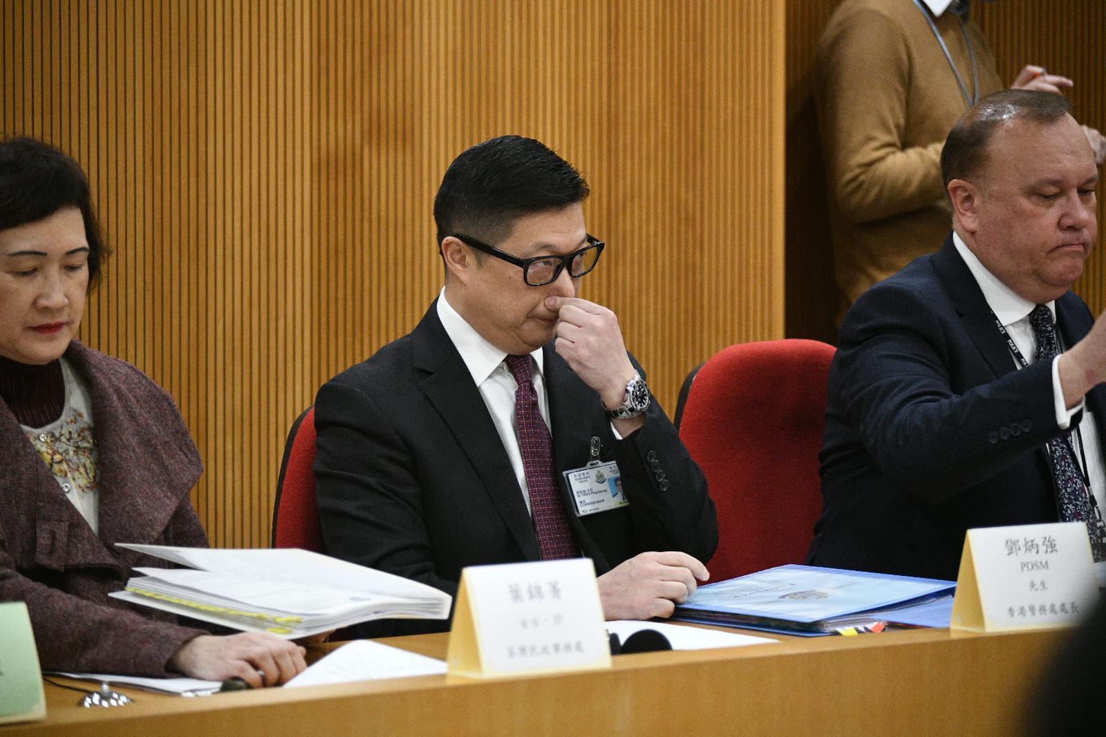 邓炳强出席荃湾区会 撑警团体隔空对骂工党