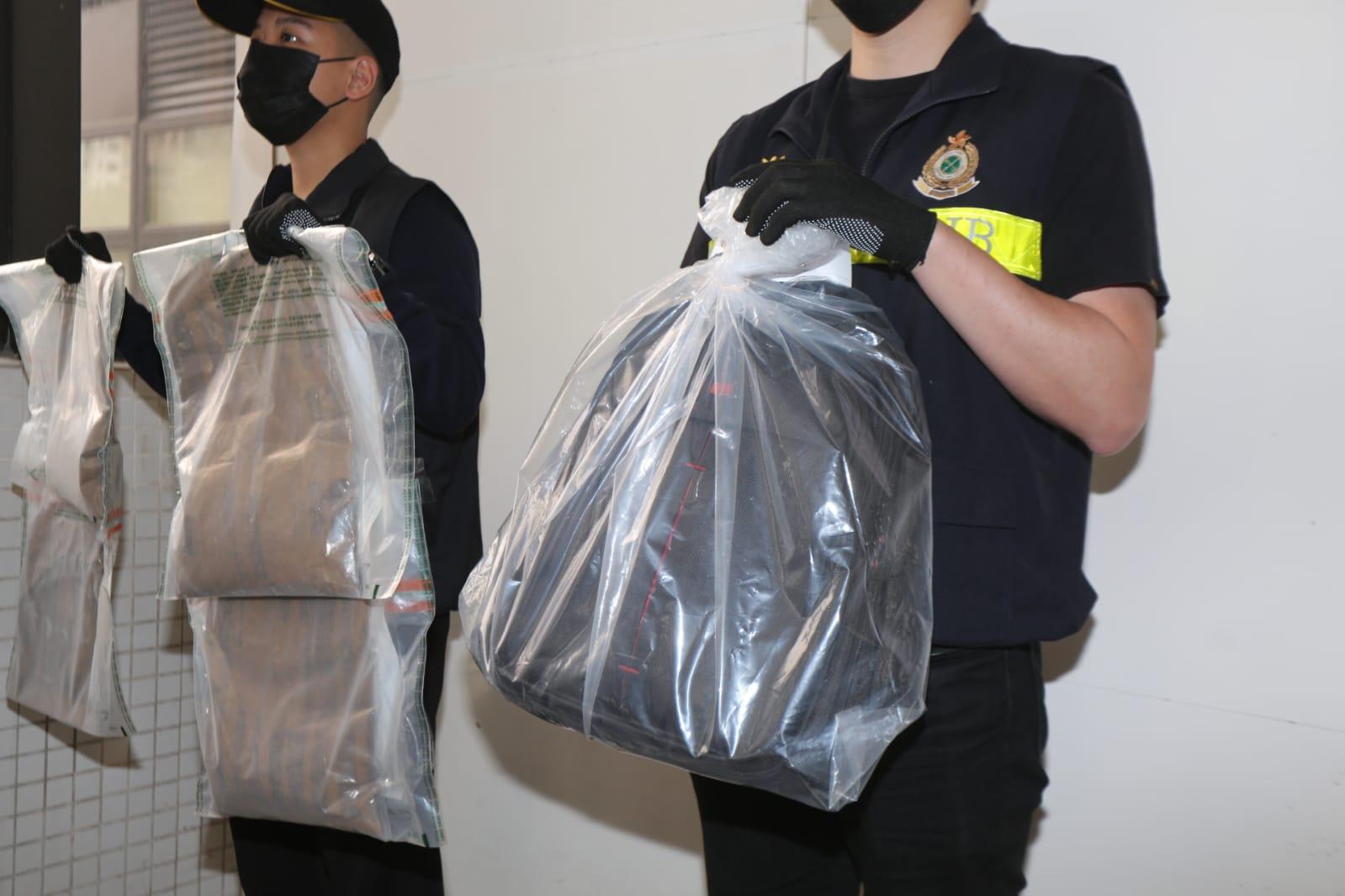 海关机场检310万元可卡因 28岁吉隆坡男旅客被捕