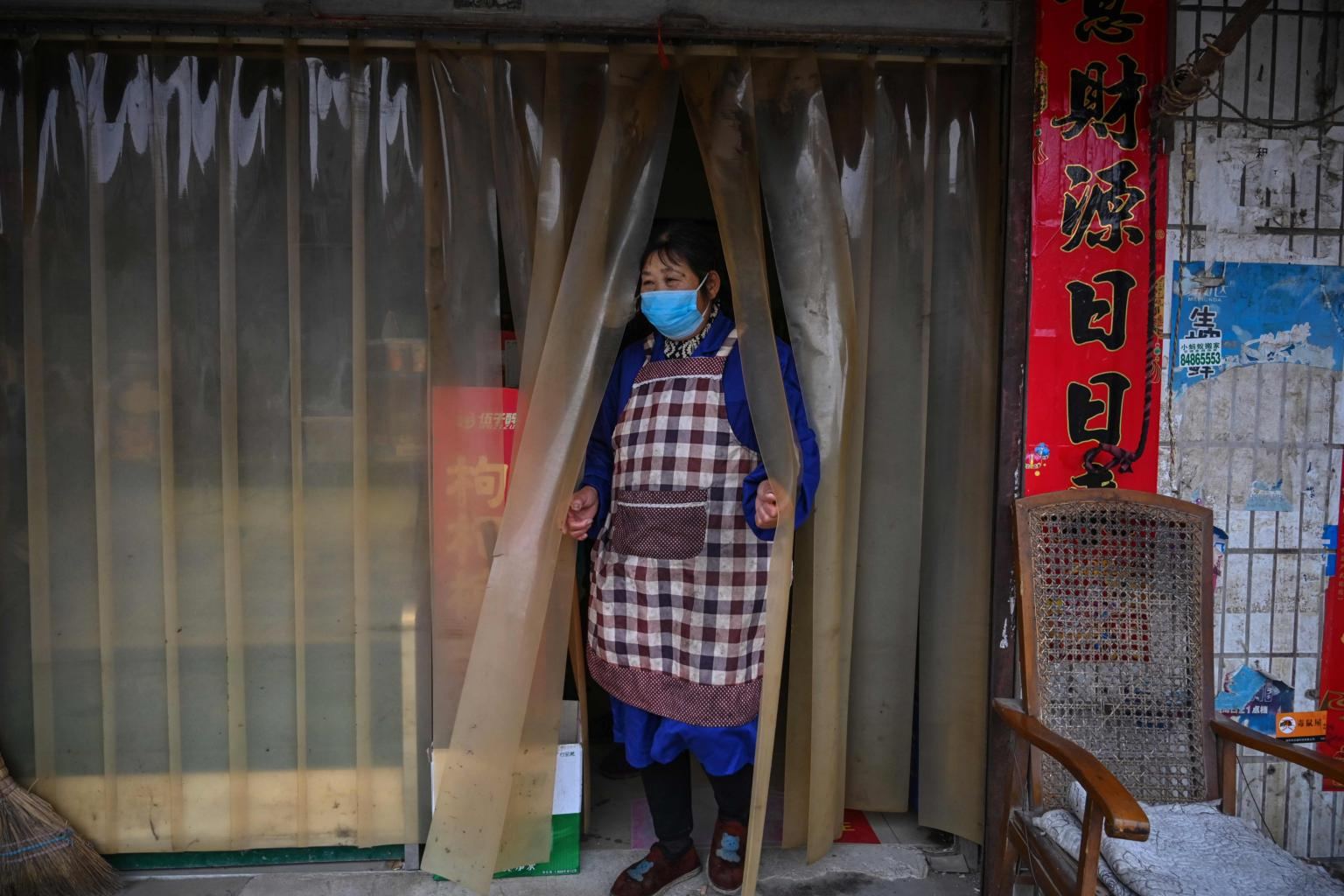Wuhan virus: Death toll jumps to 106, nearly 1,300 new cases as Chinese citizens urged to reconsider overseas travel