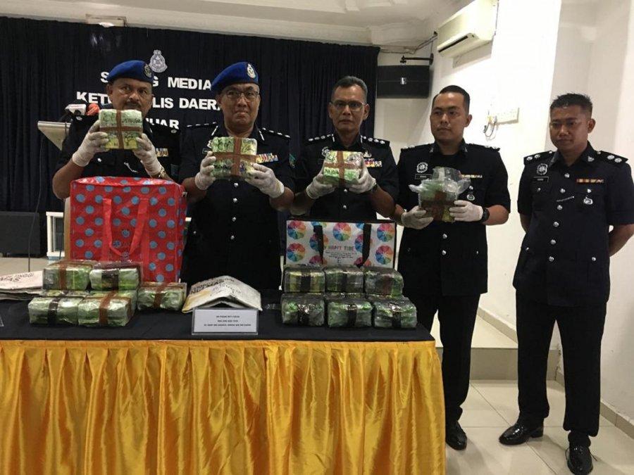 茶叶袋藏毒 警捕3人起100万毒品
