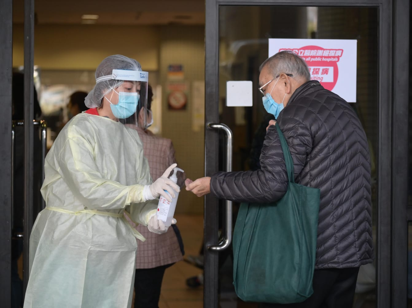 【新冠肺炎】医管局指参考美国标准採购 袁国勇:一般医护用第一级外科口罩已够