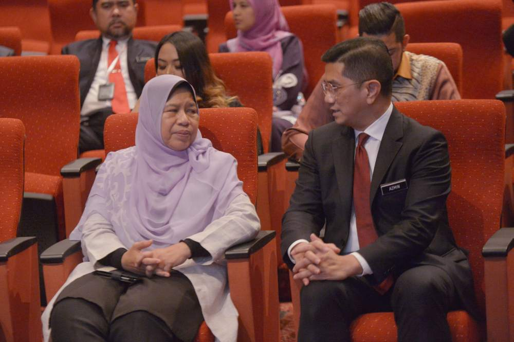 Azmin needs to defend Zuraida to maintain clout in PKR
