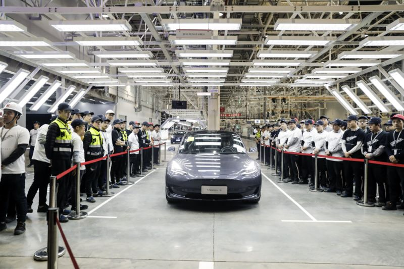 Tesla to reduce price of standard range Model 3 in China
