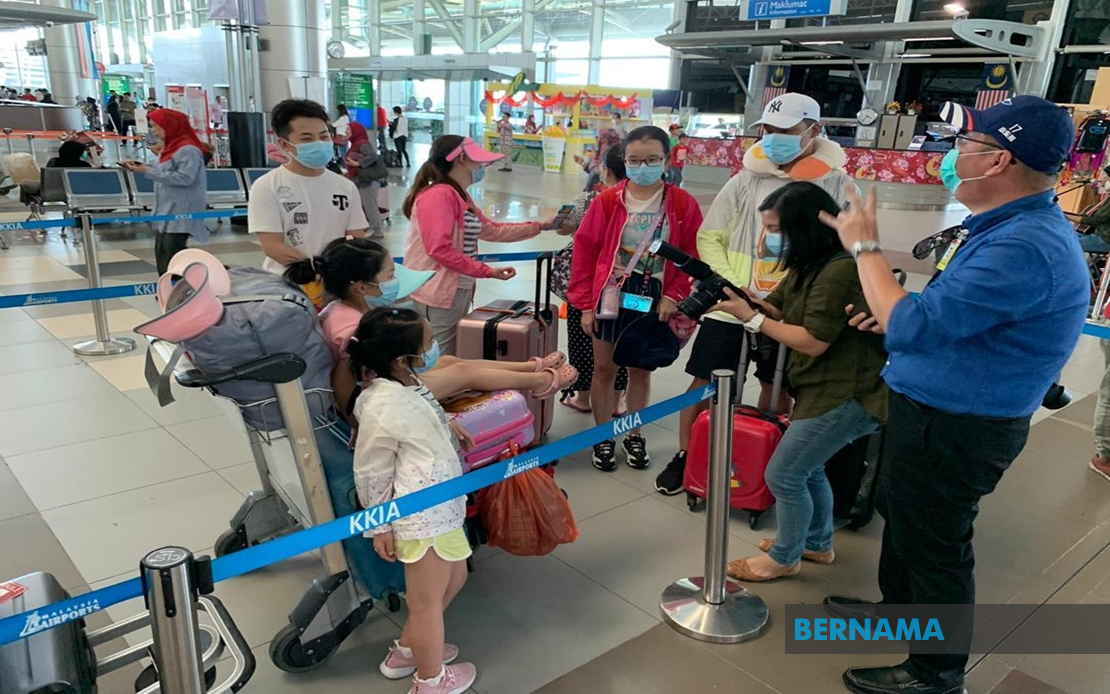 Postpone non-essential trips to Singapore and Hong Kong, doctors' group advises S'wakians over Covid-19