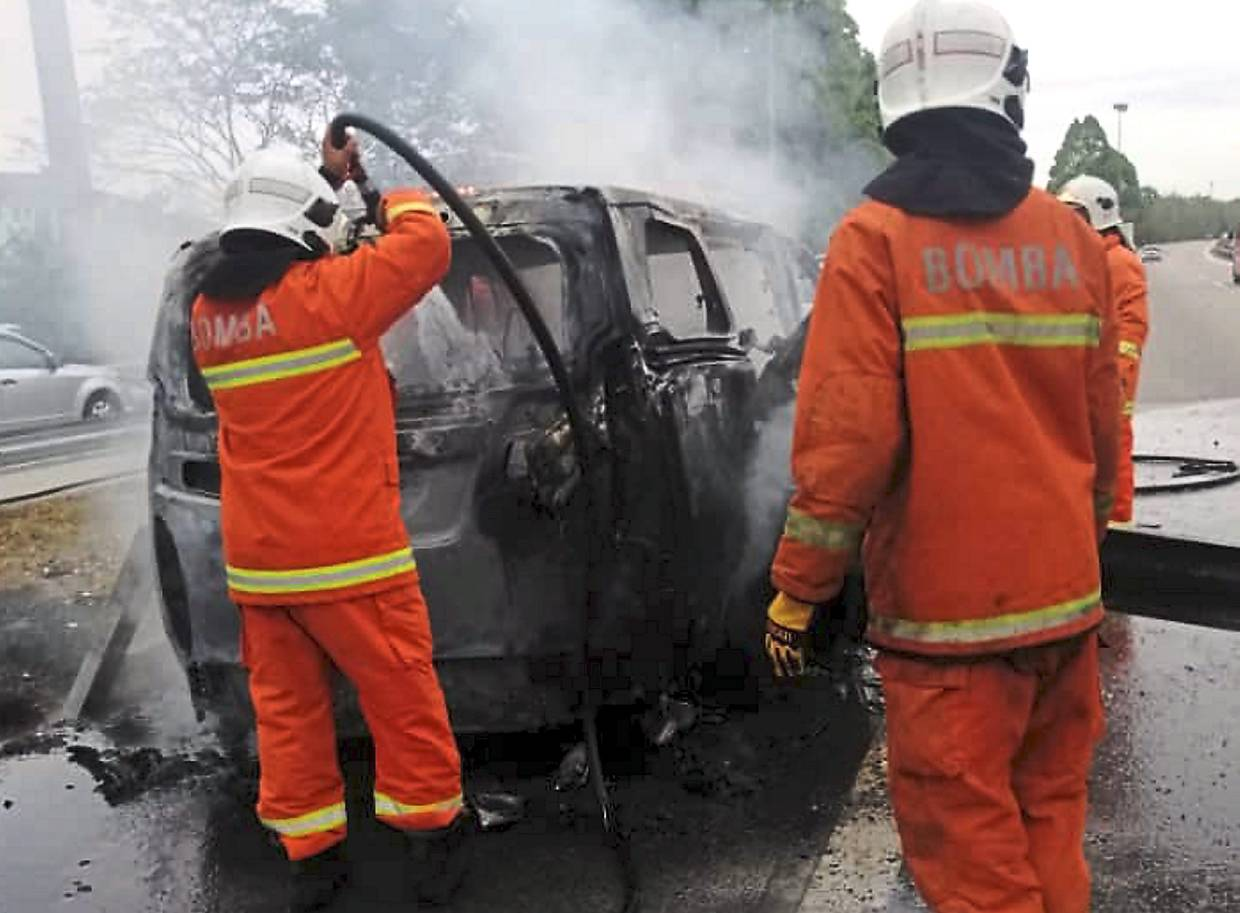 Man and 3-year-old daughter burnt to death in Penang expressway crash