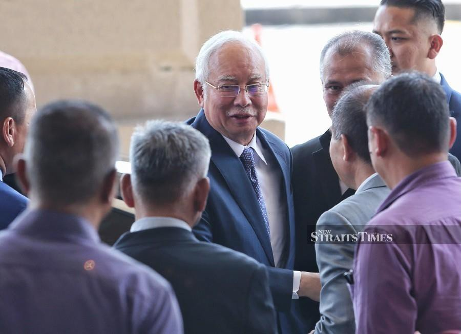 Najib takes a swipe at current govt, maintains he is not stupid
