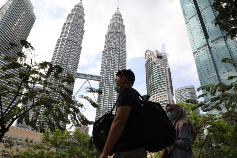 Malaysia confirms first citizen infected with virus, total cases now 10