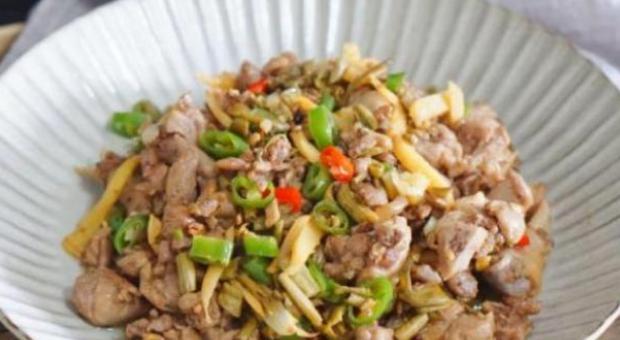 精选美食:糖醋焖带鱼、葱香煎豆腐、鸭肉炒酸豆角、大葱炒羊血的做法