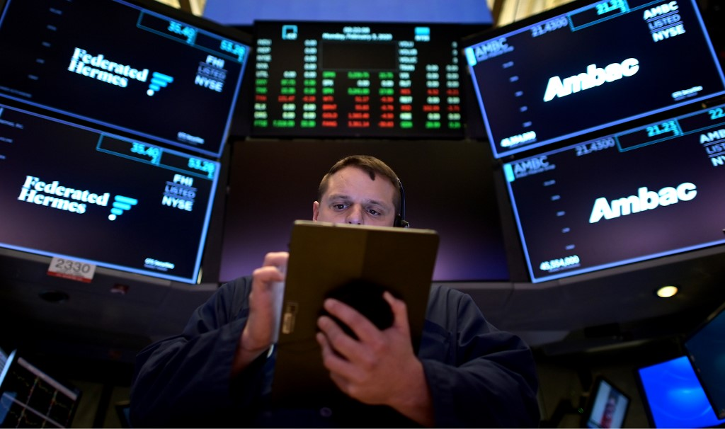 美国股市开盘后狂泻超过7% 启动跌停机制