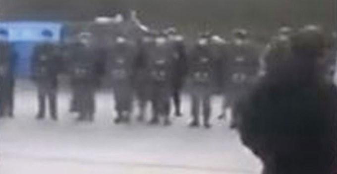 """""""封城""""太突然…温州人怒了 掀警民冲突"""