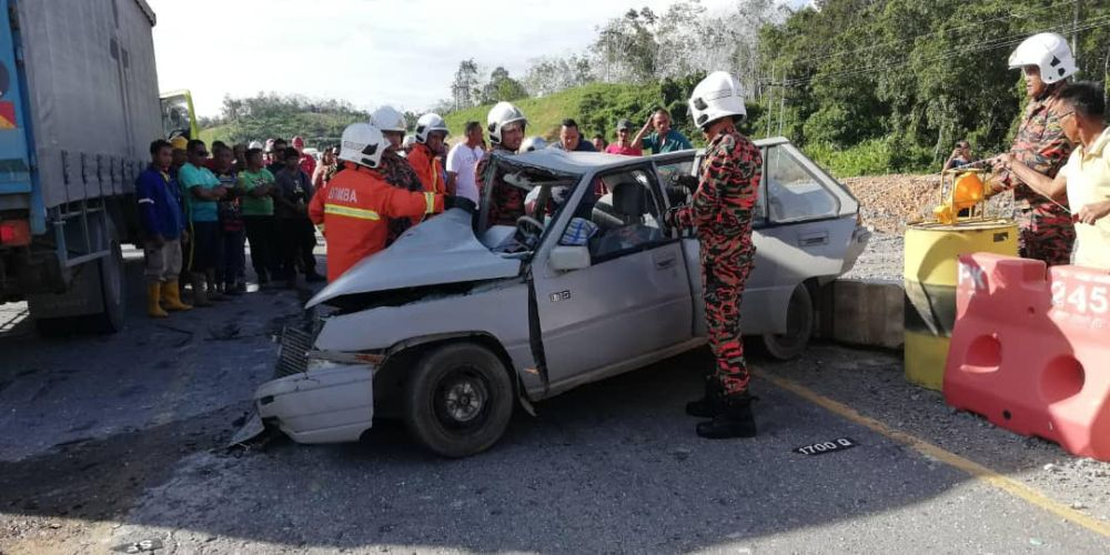 Sarawak man killed after collision with lorry carrying medical waste