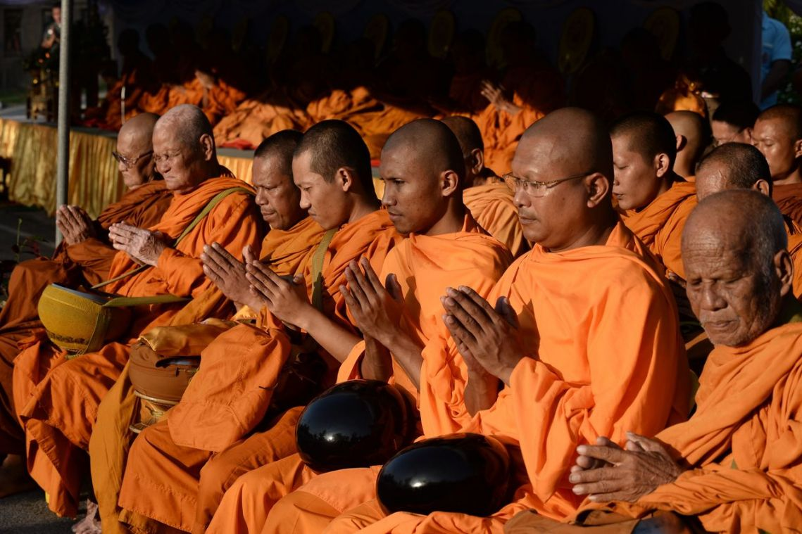 Thai Buddhist temple recycles plastics into robes for monks