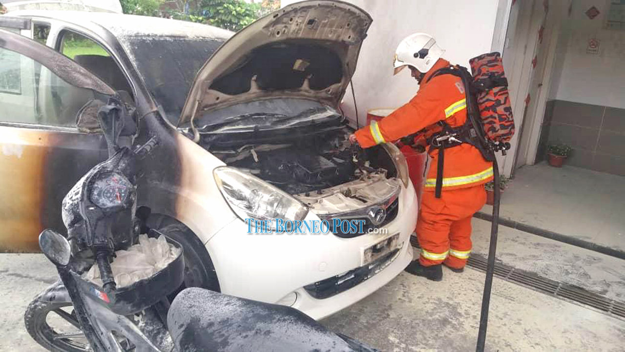 Furious man sets ablaze a car, two motorcycles at fuel station