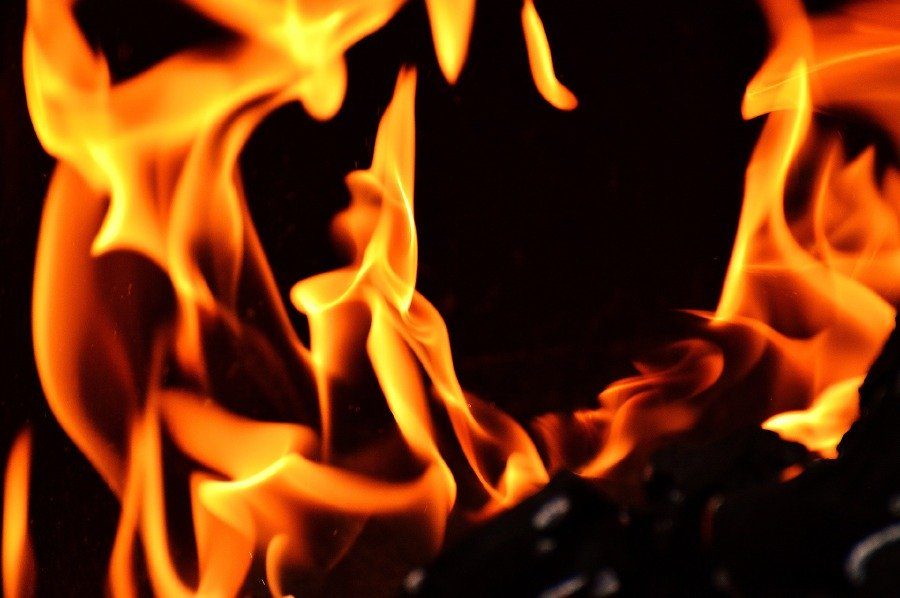 Small fire breaks out at Sg Buloh overhead bridge restaurant