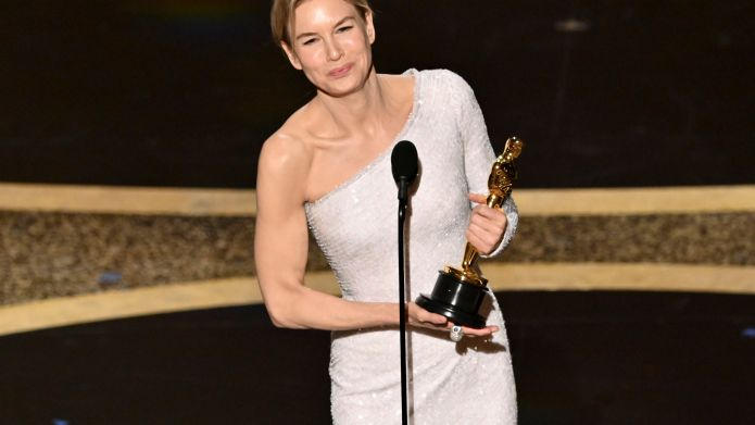 Renée Zellweger Makes Her Oscars Comeback With Judy Win & Celebrates the Ways 'Our Heroes Unite Us'