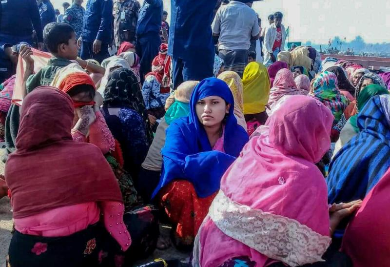 At least 15 refugees drown after boat sinks off Bangladesh