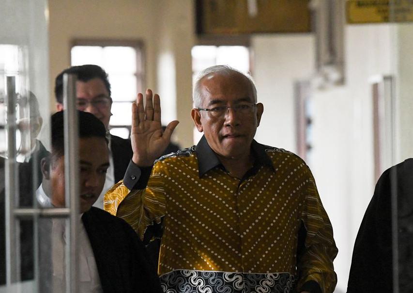 Mahdzir identifies Najib, Rosmah from tapped phone audio in court