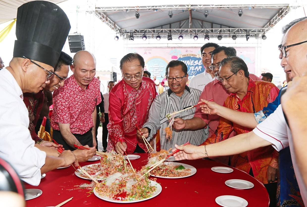 Tourists join in DBKL's festive do