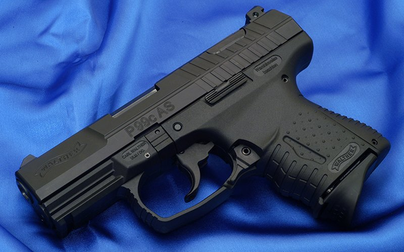 Cops probe how police pistol ended up with robbers