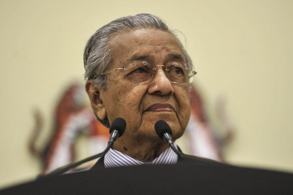 Stay on as PM? 'Mana boleh tahan', says Dr M