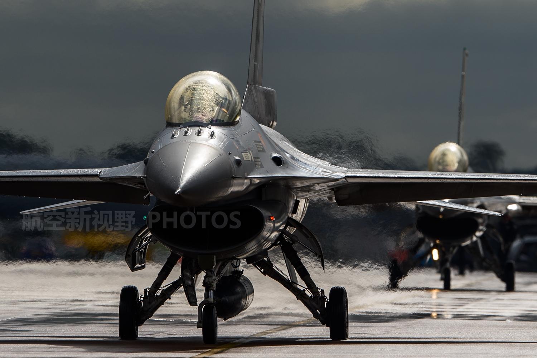 原创 低可视度涂装太炫目,加装保形油箱,F-16Plus媲美战斗轰炸机